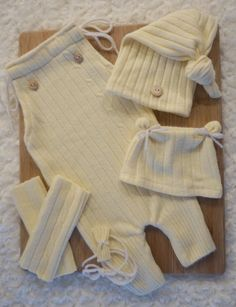 Upcycled Newborn Baby Romper & Top Knot Hat, Bear Beanie, Leggings and Bow… Diy Newborn Clothes, Baby Outfits Newborn, Baby Boy Outfits, Newborn Photos, Top Knot, Baby Clothes Patterns, Baby Patterns, Sewing Patterns, Knitted Romper