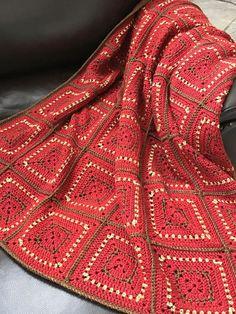 Chunky Crochet Granny Squares - Easy Pattern by Deborah O'Leary Patterns  #crochet #blanket