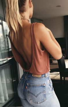 best summer outfit idea: top + jeans