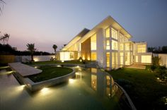 Bahrain House / MORIQ   Architects: MORIQ  Location: Hamala, Bahrain