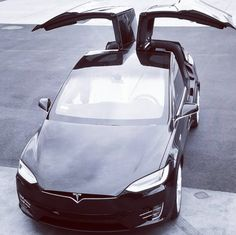Three years after the concept, Tesla unveils its first SUV, which is characterized by its course Empowered electric motor but also by its improbable Ford Focus Electric, Tesla Electric Car, Electric Cars, My Dream Car, Dream Cars, Tesla Spacex, Honda Hrv, Tesla Model X, Tesla Motors