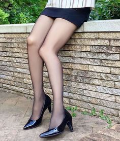 Pantyhose Outfits, Nylons And Pantyhose, Nylons Heels, Stockings Legs, Nylon Stockings, Leather High Heels, Black Tights, Beautiful Legs, Women Wear