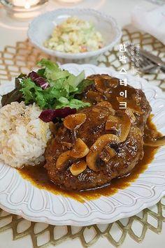 함박스테이크 만드는법, 외식처럼 홈파티요리 : 네이버 블로그 Brunch Menu, Cafe Food, Korean Food, Food Plating, Beef Recipes, Good Food, Food Porn, Meals, Baking