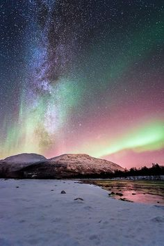 What a beautiful wonder of the world -the aurora borealis, as seen from northern norway (one of the seven natural wonders) Beautiful Sky, Beautiful Landscapes, Beautiful World, Beautiful Places, Beautiful Scenery, All Nature, Amazing Nature, Ciel Nocturne, Natural Phenomena