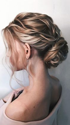 Gorgeous & Super-Chic Hairstyle That's Breathtaking romantic updo hairstyles, updo hairstyle,simple Bridal Updo With Veil, Bridal Hair Updo, Chignon Updo Wedding, Big Hair Updo, Updo Veil, Short Wedding Hair, Wedding Hair And Makeup, Simple Wedding Updo, Chic Hairstyles