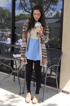 Here is Bethany mota drinking a star bucks Fall Winter Outfits, Autumn Winter Fashion, Winter Clothes, Bethany Mota Outfits, American Eagle Outfits, The Cardigans, Klum, Sweet Dress, Passion For Fashion