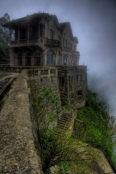 This is the abandoned Hotel del Salto, also known as the Tequendama Falls Hotel, located in San Antonio del Tequendama, Colombia. It was opened in 1924 and shut its doors in the 1990′s. For the last 20 years, the hotel had stood abandoned with a grand haunted past. It is now a museum.