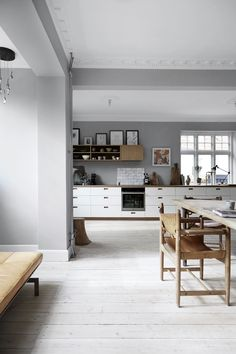 Mindre som et kjøkken og mer som en stue, tenkte Ditte og Christian da de skulle velge nytt kjøkken. Som tenkt, så gjort.