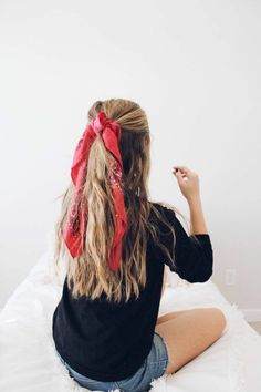 More Ways to Style A Hairscarf More Ways to Style A Hairscarf - 𝟒 W𝐚𝐲𝐬 𝐭𝐨 T𝐢𝐞 A S𝐜𝐚𝐫𝐟 O𝐧 Y𝐨𝐮𝐫 H𝐞𝐚𝐝 - Scarf hairstyles - Solid Milano Scrunchie by Free People, Red, One Size Floral Hair Tie - Long Bow Scrunchie Summer Hairstyles, Pretty Hairstyles, Cute Down Hairstyles, Cute Bandana Hairstyles, Quick Hairstyles, Headband Hairstyles, Gorgeous Hair, Hair Looks, Hair Trends