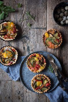 Tartaletas de Pisto con huevos de codorniz | Ratatuille mini tarts with quail eggs http://saboresymomentos.es