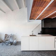 http://www.journal-du-design.fr/architecture/dominique-transformation-dun-grenier-appartement-ras-studio-92293/