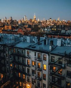 Rooftop hopping 🏙 Skyline views last night from East Village City Aesthetic, Travel Aesthetic, Japon Illustration, City Vibe, New York Photography, Queens New York, East Village, Concrete Jungle, Places To Travel