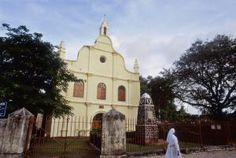 10 Kochi Attractions and Places to Visit: St Francis Church St Francis, Kochi, Home And Away, Kerala, Attraction, Taj Mahal, Places To Visit, Explore, Mansions