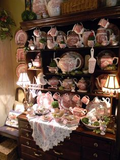 Kitchen Hutch with Spring Decor! Transferware dishes decorated with Easter Bunnies And Nests for Easter! Red Cottage, Cottage Style, Vintage Dishes, Vintage China, Shabby Vintage, Red And Pink, Red And White, Cocina Shabby Chic, Style Anglais