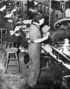 Femmes au travail durant la 2e guerre mondiale. Samuel De Champlain, Canada, Ww2, 1940s, Industrial, Photos, Treaty Of Paris, Country French, World War