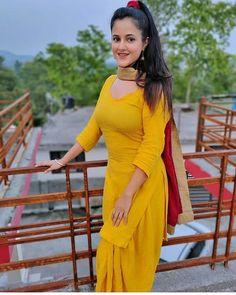Beautiful Blonde Girl, Beautiful Girl Body, Beautiful Girl Indian, Beautiful Girl Image, Beautiful Indian Actress, Punjabi Fashion, Indian Fashion, Bollywood Hot Bikinis, Punjabi Dress