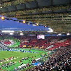 Milan x Juventus  Belo mosaico da torcida do Milan na final da Copa da Itália!