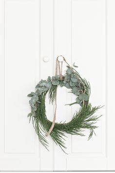 I've forgotten how much i truly enjoy and how therapeutic it is for me to be creative. I styled Christmas Trees and made Cedar & Eucalyptus Wreaths today. Family Christmas Gifts, Gold Christmas Tree, Natural Christmas, Christmas Time, Christmas 2017, Christmas Ideas, Christmas Centerpieces, Christmas Decorations, Minimal Christmas