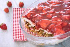 Knusprige, karamellisierte Salzbrezeln mit einer Vanillecreme und erfrischenden Erdbeeren in Erdbeerguss.