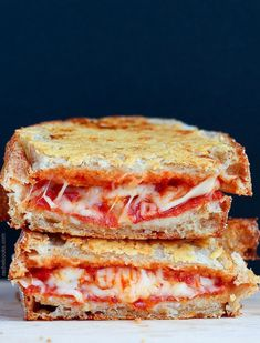 Parmesan Crusted Pepperoni Pizza Grilled Cheese (VIDEO) is part of pizza - Grilled cheese like you've never had it! Celebrate grilled cheese month (or any month!) with this Parmesan crusted pepperoni pizza grilled cheese recipe I Love Food, Good Food, Yummy Food, Tasty, Soup And Sandwich, Sandwich Recipes, Pizza Recipes, Pizza Sandwich, Pizza Pizza