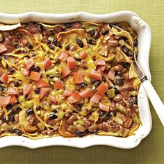 This classic and comforting Mexican dish is easy to make on a busy weeknight. This classic and comforting Mexican dish is easy to make on a busy weeknight. Casserole Enchilada, Spinach Casserole, Chicken Broccoli Casserole, Sweet Potato Casserole, Casserole Recipes, Mexican Dishes, Mexican Food Recipes, Healthy Snacks For Diabetics, Diabetic Snacks