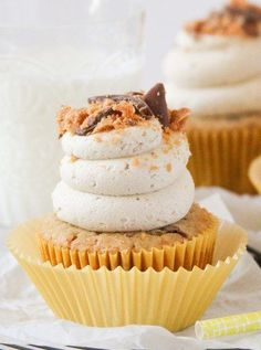 Delicious Butterfinger Cupcakes!