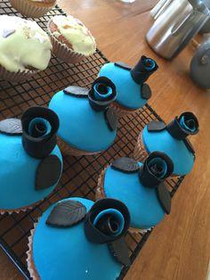 Littlemissimmyloves gothic roses cupcakes
