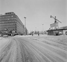 Näkymä Hämeentieltä lounaaseen. Ympyrätalo rakenteilla. Helsingin kaupunginmuseo B. Möller 1966 Helsinki, Map Pictures, Time Travel, Finland, Nostalgia, The Past, Black And White, World, Jazz