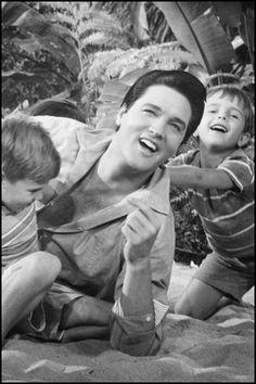 "Elvis Filming ""Paradise, Hawaiian Style"""