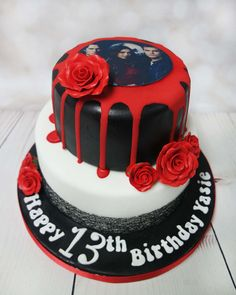 Vampire dairy fan cake, the black red and white go together really well and the bright red rose on black icing really stands out and give a wonderful intense look. #vampiredairycake blackandredcake https://www.craftycakes.com/