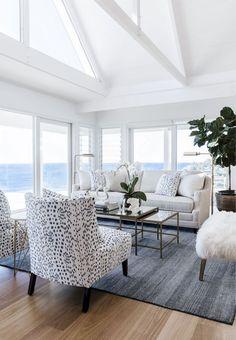 Cozy coastal living room decorating ideas (75)