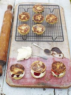 If you want to know how to make Welsh cakes, use this foolproof recipe – crisp on the outside, and soft but slightly crumbly inside, they're to die for. Tea Recipes, Fruit Recipes, Welsh Recipes, English Recipes, British Recipes, English Food, Snacks Recipes, Healthy Recipes, Pastry Recipes