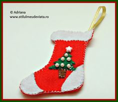 ciorapel din fetru Christmas Stockings, Holiday Decor, Home Decor, Needlepoint Christmas Stockings, Decoration Home, Room Decor, Christmas Leggings, Home Interior Design, Home Decoration