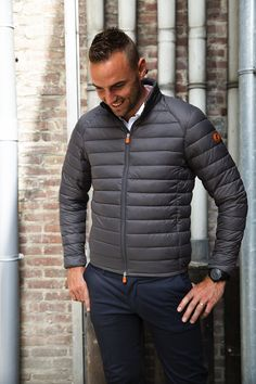 Save the Duck ultra light jacket in staal blauw.
