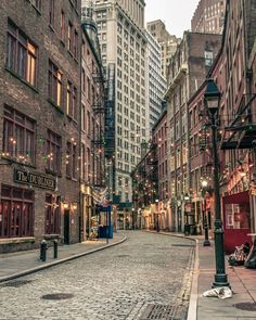 Stone a Street, Financial District, New York. Stone a Street, Financial District, New York. City Aesthetic, Travel Aesthetic, Aesthetic Vintage, The Places Youll Go, Places To See, Travel Photographie, Concrete Jungle, City Living, City Photography