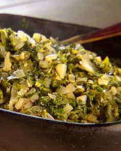 Callaloo This mineral-rich leafy green is a staple in the Jamaican diet; saute it with onions, scallions, and thyme to make a healthy vegetable side dish. If you can't find callaloo, Swiss chard or mustard greens make an excellent substitute Jamaican Cuisine, Jamaican Dishes, Jamaican Recipes, Jamaican Callaloo Recipe, Barbados, Jamacian Food, Puerto Rico, Caribbean Recipes, Caribbean Food