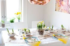 Make your table a happy festive table. Spread optimism, cheerful mood and zest for life with a delig