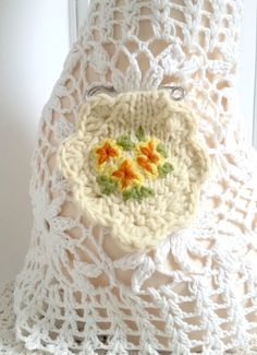 Brooch embroidered/hand knitted primrose - yellow by Laviniaslegacy on Etsy