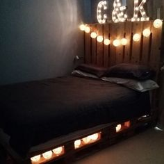 Pallet Bed queen Size by CasualPalletRecycler on Etsy