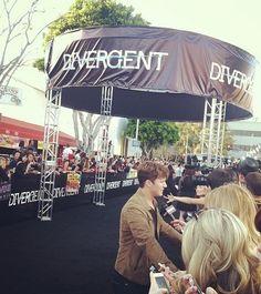 Matt Lanter of #StarCrossed at the #DivergentPremiere<<<AAAAAAAAHHHHHHHHHH!!!!!!!! OHMYGODDDDDDDD