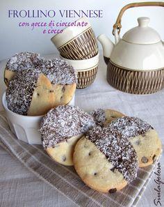 Quando comincia il tempo di Avvento mi piace far biscotti più che in altri periodi, mi trasmette serenità... Fuori freddo, vento...e io che...