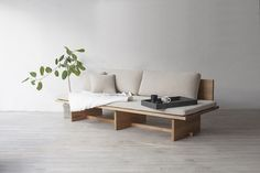 Blank couldn't be a more perfect name for this daybed sofa. Minimalist yet inviting, it strikes that ever elusive balance of bare and cozy. In raw