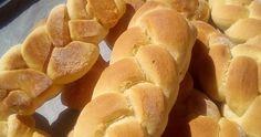Από τα πιο αφράτα υπέροχα γευστικά κουλουράκια (Τσουρεκάκια) με κρέμα γάλακτος που θα έχετε φτιάξει !!!   Συνταγή:  Βάζουμε στο μπολ 200... Snack Recipes, Snacks, Hot Dog Buns, Chips, Bread, Food, Snack Mix Recipes, Appetizer Recipes, Appetizers
