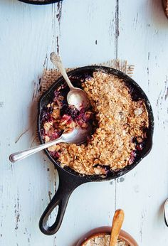 Turn your leftover fruit into the perfect warm-weather dessert by whipping up this strawberry and blackberry crisp.