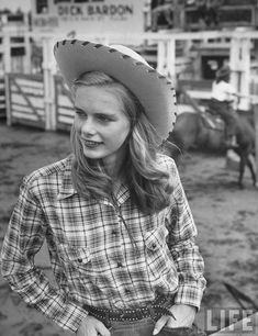 American Cowgirls of the 1940s great photos from @messynessychic