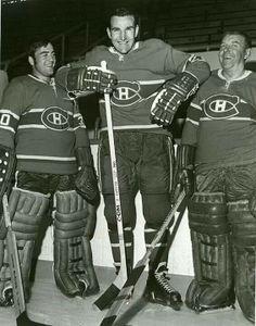 Who 'da big guy in the middle? Hockey Shot, Hockey Goalie, Hockey Games, Hockey Players, Ice Hockey, Boston Bruins Hockey, Chicago Blackhawks, Montreal Canadiens, Nhl