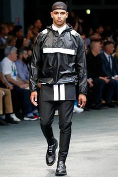 Givenchy Spring 2015 Menswear Fashion Show  Complete Collection - Style.com  Moda Sportiva 8bd19459532