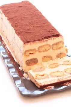 Semifreddo al tiramisu - Pause Gourmande Frozen Desserts, Summer Desserts, Frozen Treats, Easy Desserts, Delicious Desserts, Dessert Recipes, Gourmet Recipes, Sweet Recipes, Baking Recipes