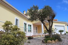 Villa Berlenga, Praia d'El Rey, Peniche, Portugal. A comfortable holiday rental villa near the beach and hotel at Praia d'El Rey. Relax on the sun terrace and enjoy stunning ocean views and sunsets...