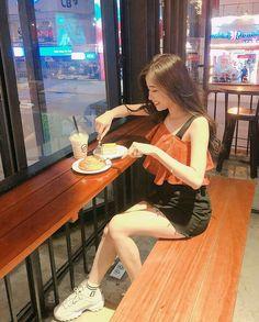 Save = Fl me <3 Ulzzang Korean Girl, Cute Korean Girl, Asian Girl, Uzzlang Girl, My Baby Girl, Skinny Girl Body, Korean Short Hair, Stylish Dpz, Korean Girl Fashion
